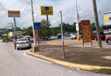 Los taxis rojos invaden rampa frente a una tienda