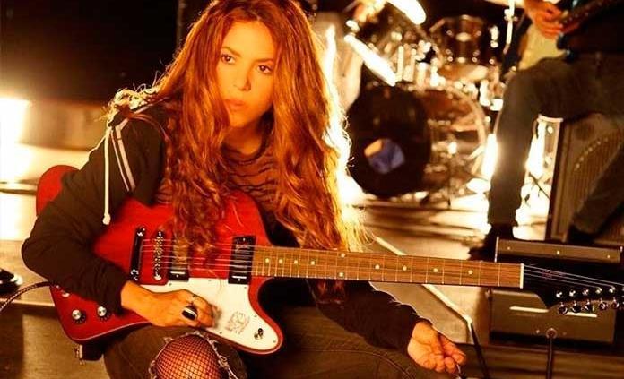 Miley Cyrus, Shakira y más artistas piden tratamiento igualitario de COVID-19