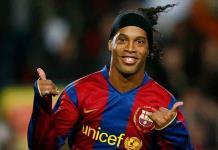 Ronaldinho podría regresar al futbol con Diego Maradona