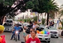 Realizan manifestación en automóviles para conmemorar el Día del Orgullo LGBTTTIQ+