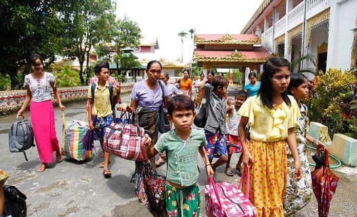 Miles huyen de zona de enfrentamiento con rebeldes en Myanmar