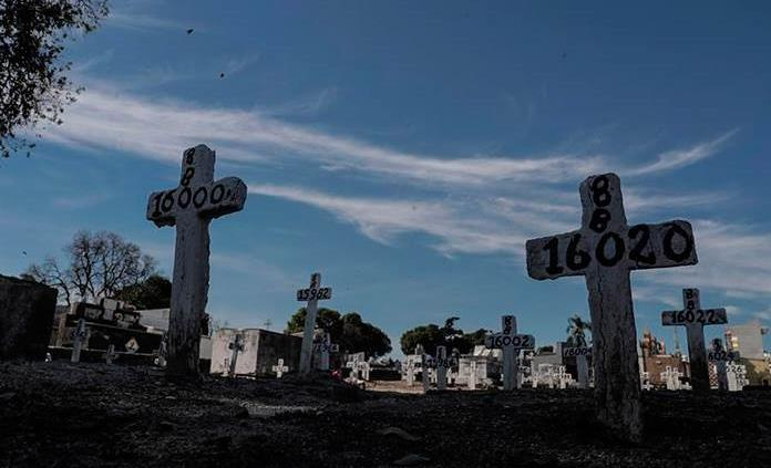 Familiares regresan con cadáveres a casa, al cerrar un cementerio boliviano por temor al virus