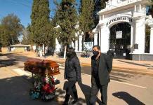 Funerarias piden ayuda mientras los féretros se acumulan en Bolivia
