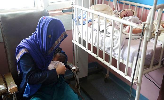 Los talibanes continúan oprimiendo a las mujeres en Afganistán, según HRW
