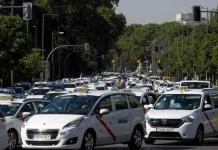 Taxistas en Madrid protestan en medio de escasa demanda