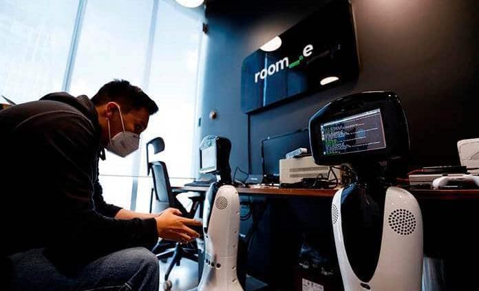Un robot mexicano es una herramienta útil en la batalla contra el coronavirus