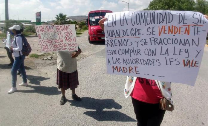 Con bloqueo, vecinos de Peñascal exigen regularización de su colonia