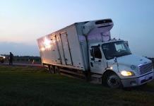 Camión casi vuelca en el Libramiento Valles-Tamuín