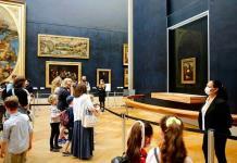 Francia rechaza la petición de los museos de reabrir con restricciones