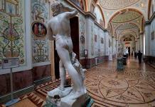 El Hermitage acusa al líder de Rammstein de vender NFT ilegales del museo