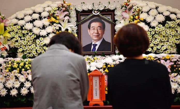 Muerte del alcalde de Seúl causa compasión y dudas