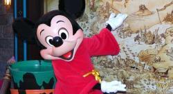 CRÓNICA: Mickey Mouse abre su casa en Florida a pesar de la amenaza de la COVID-19