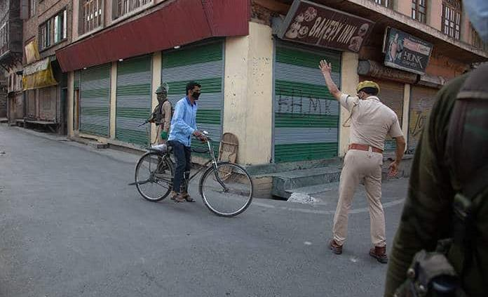 10 muertos por consumo de desinfectante en India tras prohibición de alcohol