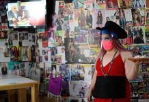 Drag queens cambian de trabajo por COVID y se hallan como camareras en CDMX