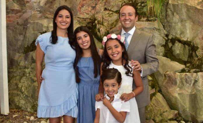 Arantza Algara Morales recibió la comunión