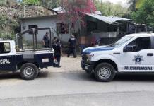 Roban y desvalijan vehículo de diputada local