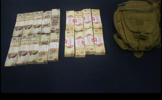 Arrestan en Salvador Nava a un hombre armado; traía 580 mil pesos en efectivo y 17 cheques bancarios