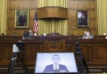 Legisladores acusan a Facebook de aplastar la competencia