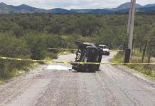 Fallece conductor al tomar una curva
