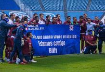 Cruz Azul muestra una manta en apoyo a Billy Álvarez