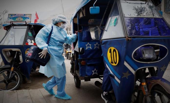 En plena pandemia, el humilde mototaxi se abre paso para vacunar a peruanos