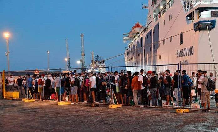 La isla italiana de Lampedusa, en emergencia tras la llegada de 250 migrantes más