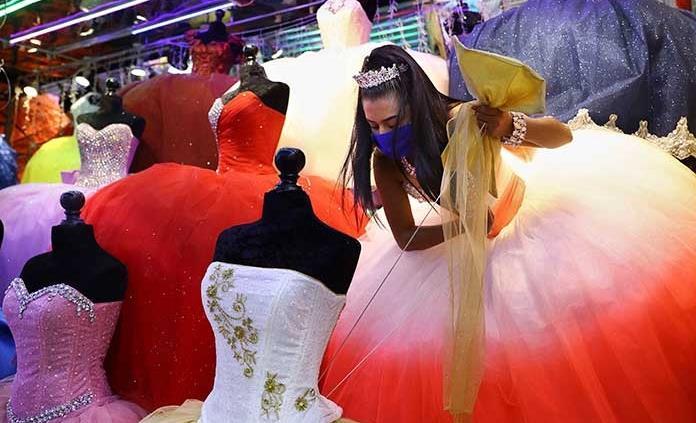 Es muy difícil vender un vestido de XV años; tras la pandemia, tiendas sufren para atraer clientela