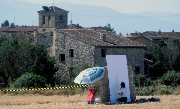 Decena de artistas pintan sobre el paisaje de Segovia su visión de la pandemia