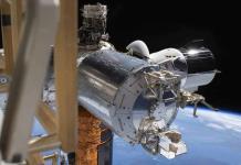 Astronautas de la NASA emprenden regreso a costas de Florida
