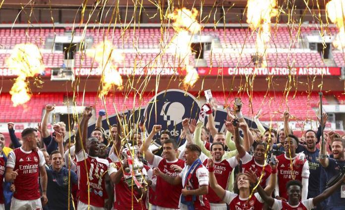 Aficionados del Arsenal no respetan protocolos y festejan título