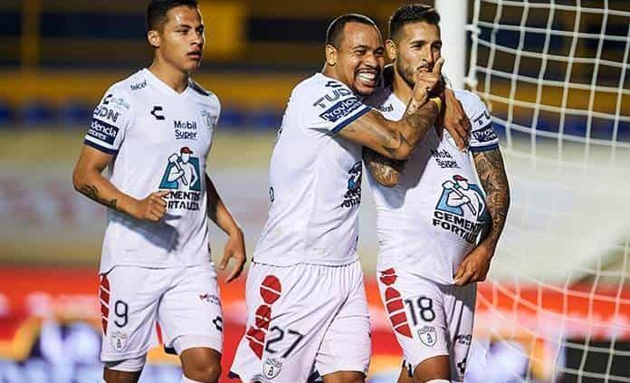 Argentino Sosa da la igualada al Pachuca con Tigres
