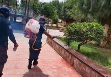 Sanitizan espacios públicos en Vanegas