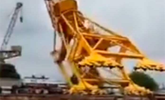 11 muertos tras colapso de una grúa en un astillero en India