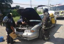 Se incendia un vehículo a causa de una falla mecánica