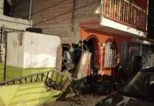 Chofer de camión urbano choca contra dos viviendas en Prados Segunda