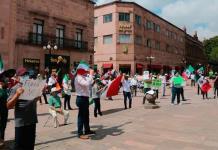 Simpatizantes de FRENAAA se manifiestan en la Plaza de Armas