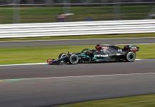Hamilton gana el GP de Gran Bretaña con tres neumáticos