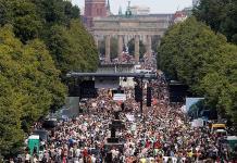 Miles protestan en Berlín contra las restricciones