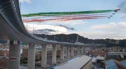 Italia inaugura el nuevo puente de Génova dos años después del desastre