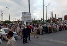 Samuel García intenta clausurar simbólicamente refinería y trabajadores lo corren (VIDEO)
