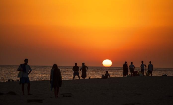 En megaoperativo, autoridades recuperan playa invadida