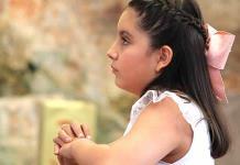 Melina Rodríguez Kury realizó su primera comunión