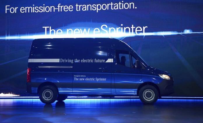 Amazon anuncia compra de camionetas eléctricas Mercedes