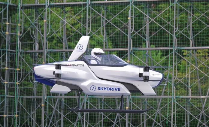 Auto volador japonés despega con persona a bordo