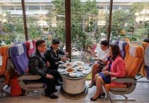 El restaurante que solo sirve comida de avión en Tailandia