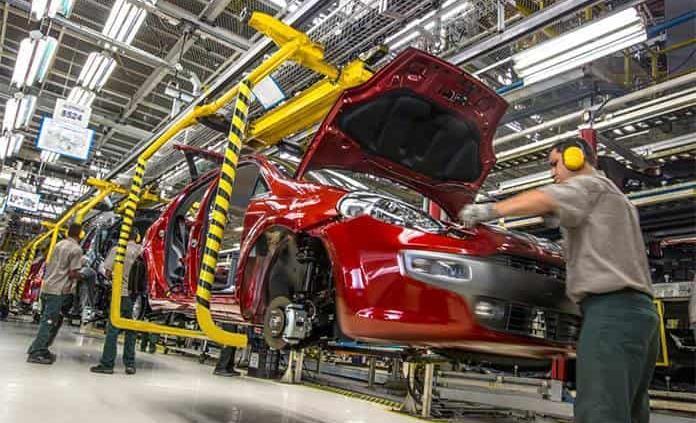 La actividad industrial se contrae 30.6%