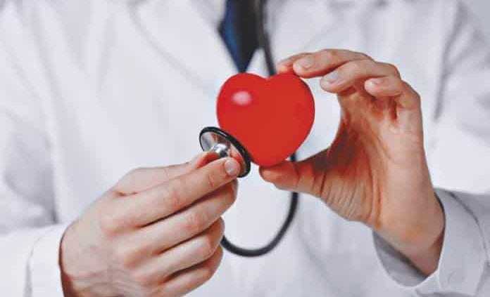 Detallan de qué nutrientes se alimentan los corazones sanos y los enfermos