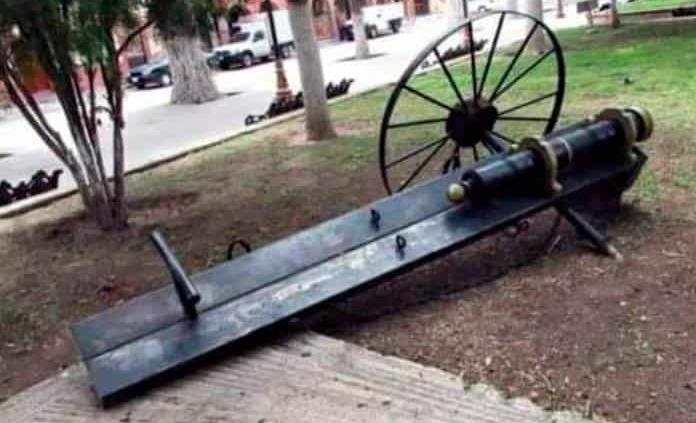 Vándalos dañan cañón, recuerdo de la Independencia de México