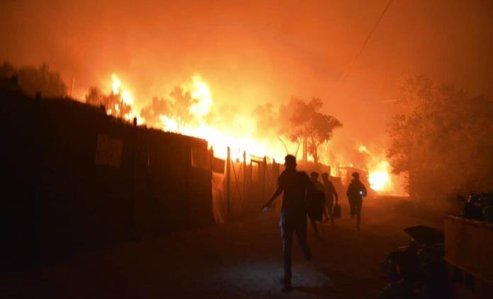 Policía griega detiene a cinco migrantes por el incendio del campo de refugiados de Moria