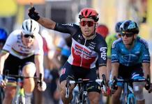 Ewan se impone en el sprint más cerrado y Roglic sigue de líder en el Tour